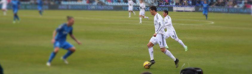 Cristiano Ronaldo che gioca in campo con la maglia del Real Madrid