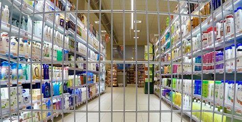 Carrello della spesa all'interno di un grande supermercato