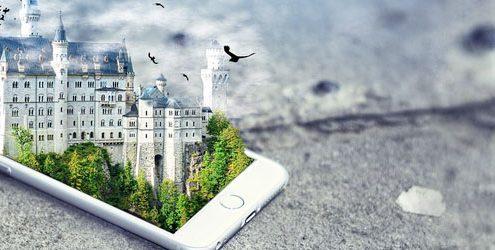 Castello in realtà aumentata che fuoriesce da una smartphone appoggiato su asfalto