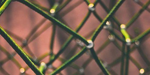 Rete elastica verde con giunzioni in acciaio