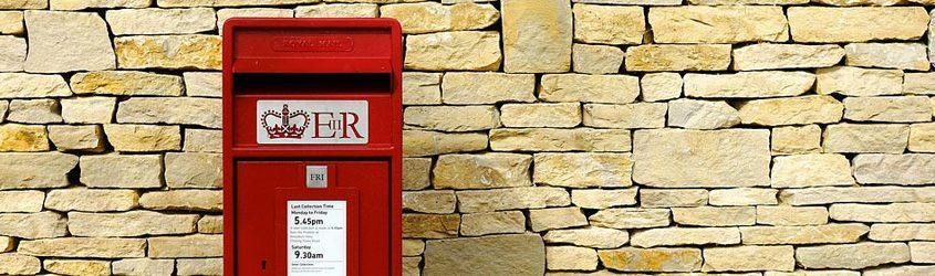 Cassetta della posta vintage rossa