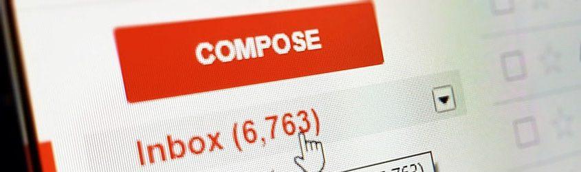 """Schermata di posta in arrivo di Gmail con focus su tasto """"Compose"""" o """"Componi"""" e casella """"Inbox"""" o """"in Arrivo"""""""