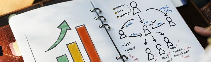 Immagine di agenda in cui sono disegnati grafici e statistiche di segmentazione utenti