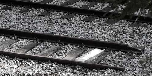 Siti web low cost: binari della ferrovia interroti