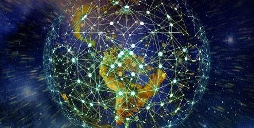 Link Building: Pianeta Terra visto dallo Spazio con fasci di luce che si congiungono in punti di luce sopra tutta la superficie del globo