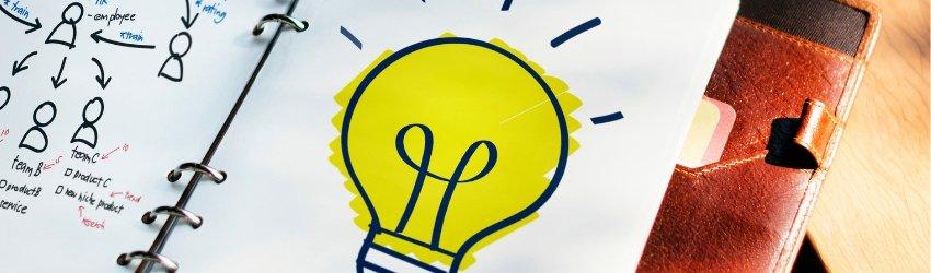 Consumatore: agenda su cui è disegnata una lampadina accesa che rappresenta un'idea