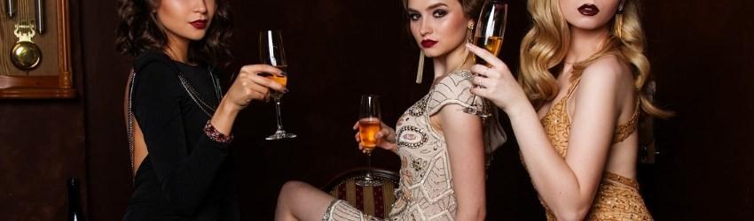 Social Crisis Luxury Brand: modelle con abiti firmati che vivono nel lusso